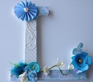 """Letras de madera decoradas con """"Cup Cake Boutique """" en azul"""