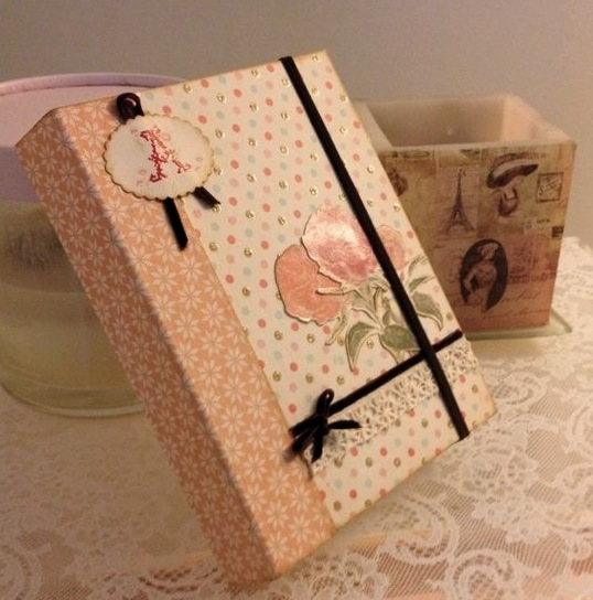 Cuaderno romántico con tapas extraibles.